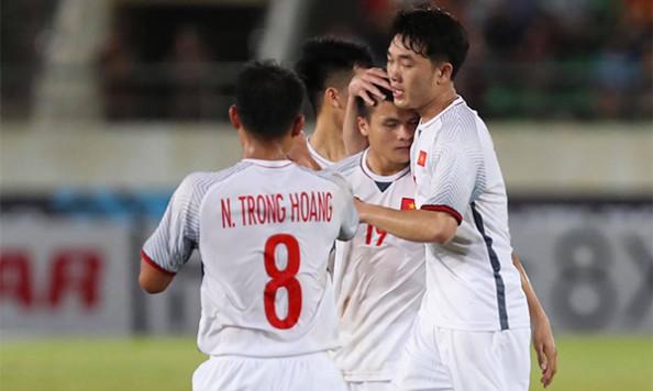 Quang Hải ghi bàn
