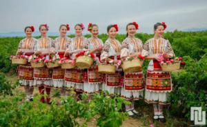 những cô gái trồng hoa tại Bulgaria