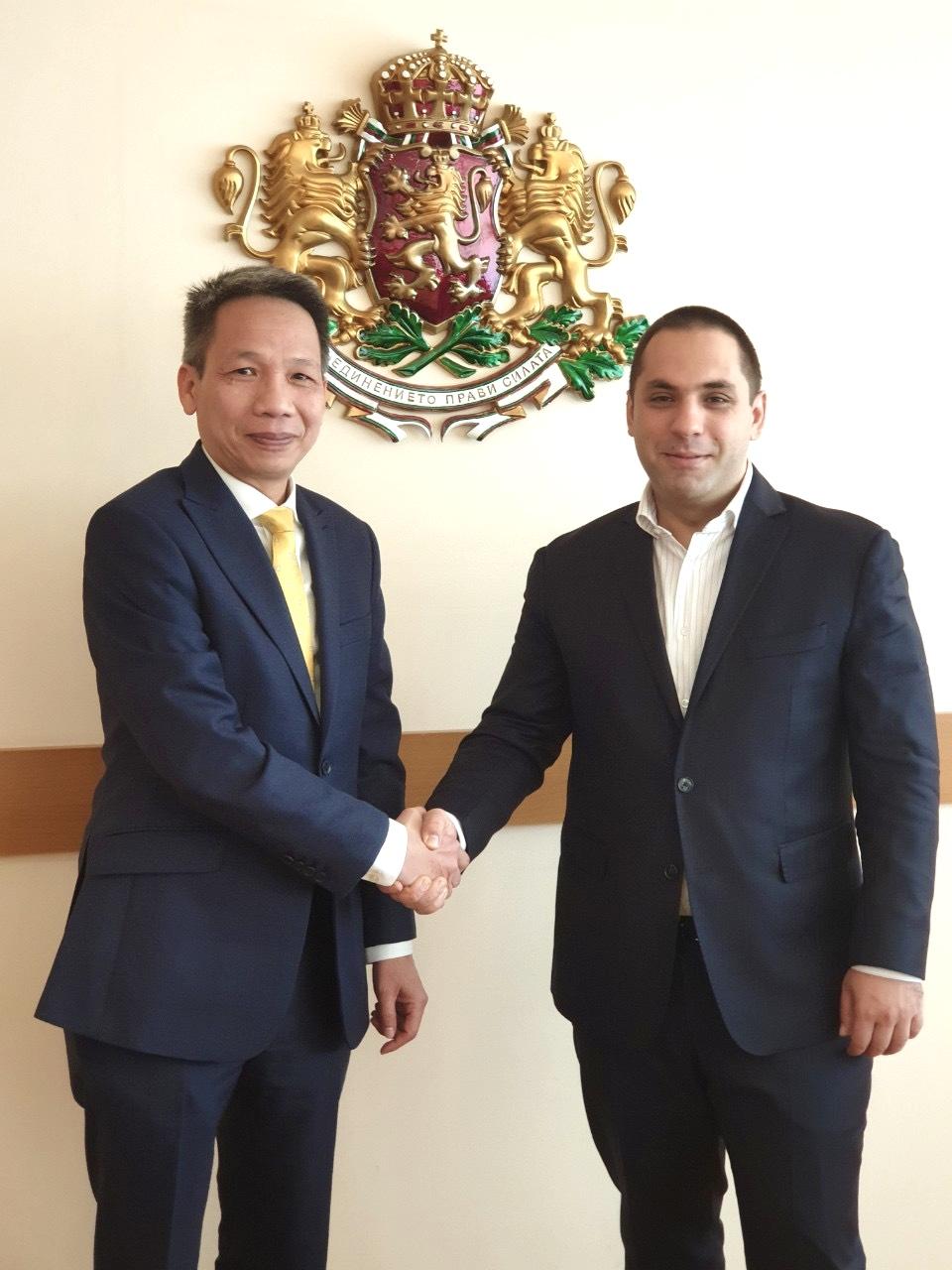 Đại sứ Đoàn Tuấn Linh và Bộ trưởng Emil Karanikolov