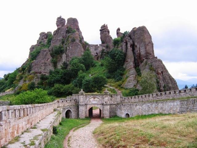 Vùng đất Belogradchik của dãy núi Balkan.