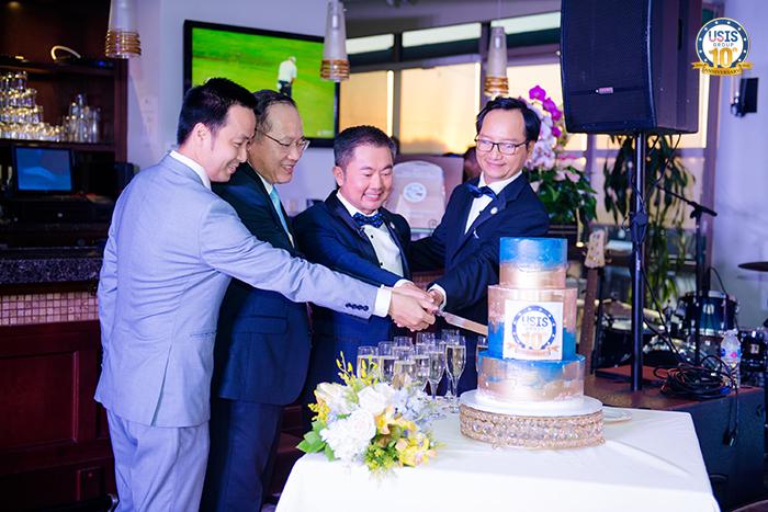 Ban lãnh đạo USIS Group thực hiện nghi thức cắt bánh & khui rượu mừng