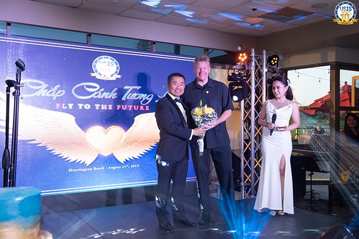 Chủ tịch USIS Group – Ông Chris Lộc Đào & Ông Ky Boyle - Phó Chủ tịch CMB (Khu vực Châu Á)