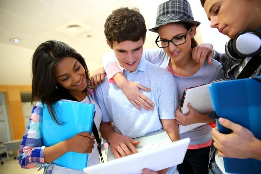Một nhóm các sinh viên Mỹ đang thảo luận