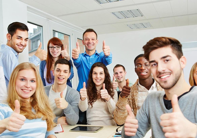 Chú ý phải giữ mối quan hệ với giảng viên ở mức trong sáng, minh bạch và chân thành