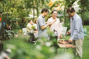 tiệc nướng giữa vườn